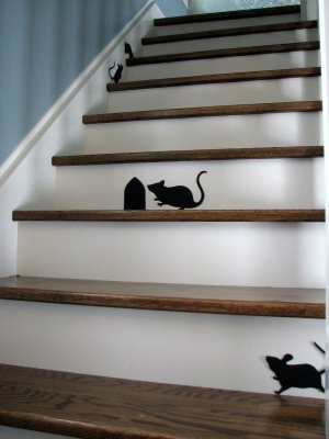 Ideas to decorate the stairs at home the man cave for Vinilos para escaleras
