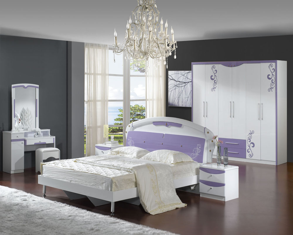 How to decorate paint an elegant black bedroom the man cave for Main bedroom designs pictures